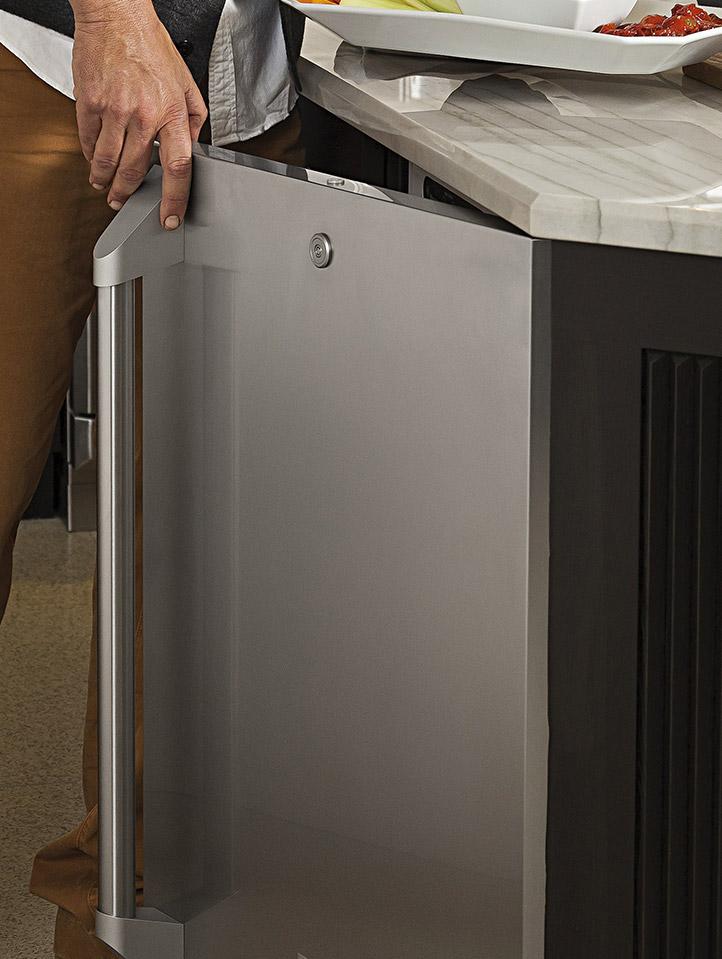 Outdoor Refrigerators For Outdoor Kitchens